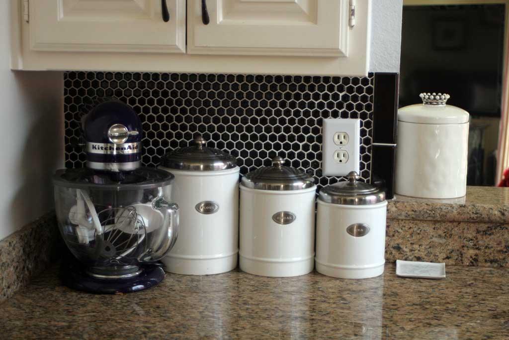 kitchen-backsplash-mixer