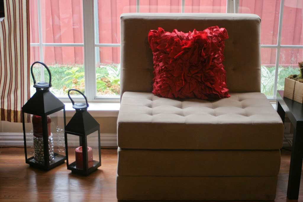 living-room-tufted-chair