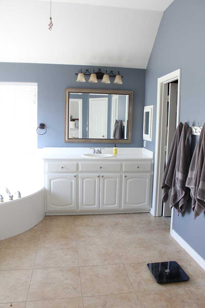 Light and Airy Blue and White Bathroom | www.amusingmj.com